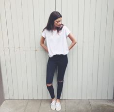 Perfect casual outfit with a simple white tee and a pair of ripped black jeans. Basic Outfits, Mode Outfits, Jean Outfits, Summer Outfits, Casual Outfits, School Outfits, Simple Outfits For School, Cute Simple Outfits, Tomboy Outfits