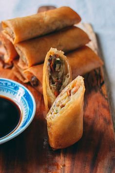 These dim sum-style Chinese spring rolls and tangy, old-school dipping sauce are from an old family recipe. Find out how to make our spring roll recipe yourself! Homemade Spring Rolls, Fresh Spring Rolls, Chinese Spring Rolls, Chinese Rolls, Chicken Spring Rolls, Pork Spring Rolls, Veggie Spring Rolls, Wok Of Life, Rolls Recipe