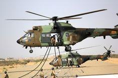 Las FAMET realizan el auto-despliegue aéreo en helicóptero más largo en sus 50 años de historia Airbus Helicopters, African Union, Military Helicopter, Armored Vehicles, Wonders Of The World, Air Force, Fighter Jets, Aviation, Aircraft