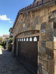 This California private residence used the Quarry Mill's Potomac natural thin stone veneer. Природные Камни, Камины Из Камня, Внешний Вид Домов, Распылитель, Прихожие, Сады
