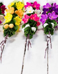 kolorowe wielkanocne palmy wykonane ręcznie z bibuły Diy, Flowers, Crafts, Handmade, Decor, Leaf Crafts, Dia De Reyes, Textile Jewelry, Paper Flowers