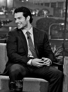 Oh my Gosh can we just take a second to admire how beautiful Henry Cavill is and how killer his smile is?