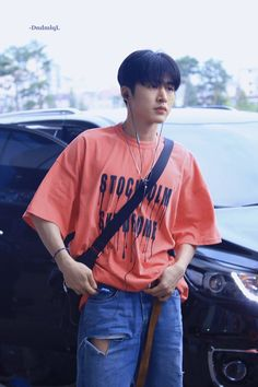 """""""Remember hanbin wearing this? This is the pantone color of the year, Living Coral. iKON will own 2019 ♡"""""""