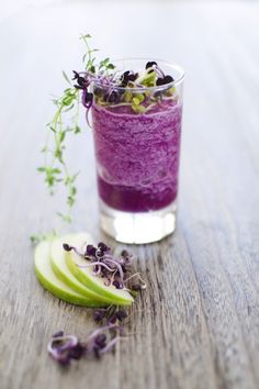 Red Cabbage and Granny Smith Apple Smoothie #recipe #drink #fresh #healthy