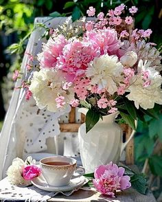 Beautiful Flower Arrangements, Floral Arrangements, Beautiful Flowers, Flower Garden Images, Belle Plante, Tea And Books, Coffee Illustration, Islamic Quotes Wallpaper, Peonies