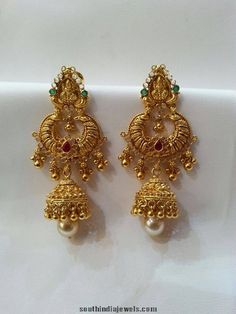 Gold Chandbali Jhumka Ruby & Emerald with hanging Pearls Gold Jhumka Earrings, Indian Jewelry Earrings, Jewelry Design Earrings, Gold Earrings Designs, Gold Jewellery Design, Bridal Jewelry, Beaded Jewelry, India Jewelry, Jewelry Stand