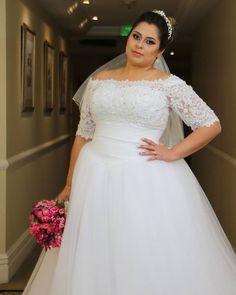 """243 Likes, 3 Comments - Casar é um Barato (@casar.eumbarato) on Instagram: """"Vestido de noiva com decote ombro a ombro e manga três quartos disponível na loja da @santrixnoivas…"""""""