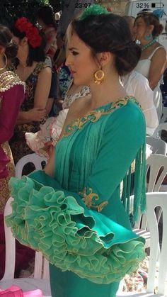 Verde Larp Fashion, Hijab Fashion, Boho Fashion, Fashion Dresses, Flamenco Costume, Flamenco Dancers, Flamenco Dresses, African Wear Dresses, Mexican Dresses