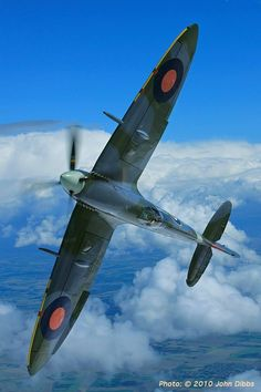 Spitfire beautifulwarbirds@gmail.comTwitter: @thomasguettlerBeautiful WarbirdsFull AfterburnerThe Test PilotsP-38 LightningNasa HistoryScience Fiction WorldFantasy Literature & Art