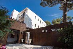 L'Hôtel Host & Vinum est situé à Canet en Roussillon. C'est le moment de profiter d'un hôtel de charme sous les pins, pour vivre une expérience œnologique et gastronomique... Tenter l'expérience avec Bontourism® !