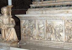 Arca di San Domenico, Angel designed by Nicola Pisano around 1260-1269 and later realized his pupis and Niccolò dell'Arca, and Arnolfo di Cambio.