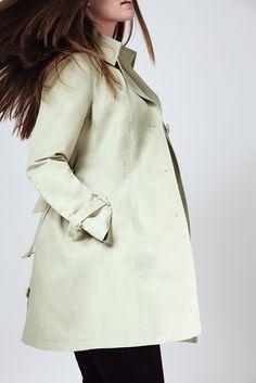 Dolci tonalità pastello in contrapposizione con l'elegante accostamento del black and white. Scoprite la nuova collezione Fiorella Rubino! #fiorellarubino #FiorellaRubinoNewCollection #FiorellaRubinoSpringCollection