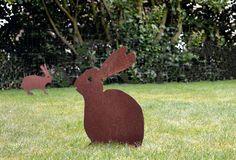 Onze cortenstalen konijnen zijn de perfecte aankleding in uw tuin! Nu pasen eraan komt hebben wij een speciale prijs voor u: €19,95 per stuk. Te verkrijgen bij een van onze dealers. Vrolijk Pasen!
