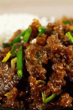 Easy Crispy Mongolian Beef - This Mongolian Beef recipe is super easy to make and uses simple, readily available ingredients! Whip this up in under 20 minutes and have the perfect mid-week dinner meal!   ScrambledChefs.com