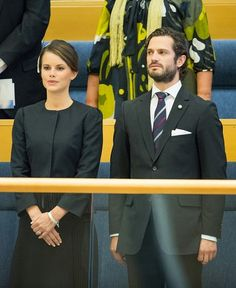Sweden's Prince Carl Philip (R) and fiancee Miss Sofia Hellqvist attend the opening of the Swedish parliament in Stockholm on 30.09.2014.
