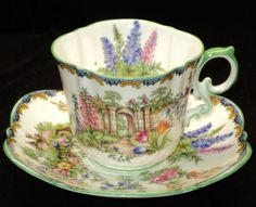 Love this tea cup and square saucer! Vintage Dishes, Vintage Tea, Vintage China, Teapots And Cups, Teacups, Antique Tea Cups, Cuppa Tea, China Tea Cups, Tea Service