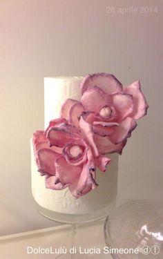 the sweet pink peony, wafer paper flower - Cake by Lucia Simeone Wafer Paper Flowers, Wafer Paper Cake, Sugar Flowers, Flower Paper, Paper Butterflies, Cupcake Art, Cupcake Cakes, Mini Cakes, Wedding Cake Cookies