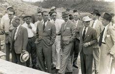 Governador de Minas Gerais, Juscelino Kubitscheck, o fundador e presidente dos Diarios Associados, Assis Chateaubriand e durante visita as obras de construção da Usina Hidrelétrica de Itutinga, em 1953