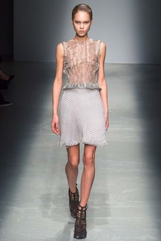 See the complete Iris van Herpen Fall 2015 Ready-to-Wear collection.