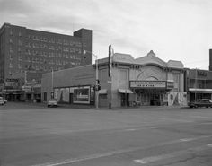 Queen theater in Abilene, Texas It was located where the park/garden for the blind is now located. West Texas, Texas Hill Country, Queens Theatre, Abilene Texas, Canyon Lake, King Of Kings, Old West, Vintage Photography, Small Towns