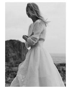 Amor puro amor por este vestidazo de dos piezas de @claudiallagostera  { by @pipi_hormaechea}. #goodnight #buenasnoches #details #couture #wedding #weddingday #boda #bride #bridetobe #bridal #mariee #groom #bridaldress #vestidodenovia #weddingdress #photography #photoshoot #beauty #bohemian #inlove #amazing #espectacular #beautiful #stunning #weddinginspiration #inspiration #love #like #picoftheday #siempremia