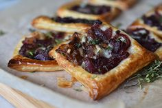Check out this delicious recipe for Caramelised Onion, Gorgonzola, and Thyme Tartlets from Weber—the world's number one authority in grilling. Webber Bbq, Weber Q Recipes, Most Delicious Recipe, Caramelized Onions, Vegetable Recipes, Waffles, Veggies, Vegetarian, Yummy Food