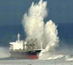 Ocean storm causes cargo ship to run aground on Chilean beach Merchant Navy, Merchant Marine, Stormy Sea, Stormy Waters, Tanker Ship, Ocean Storm, Sports Nautiques, Abandoned Ships, Boat Painting