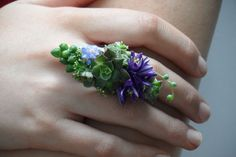 Take a look at the latest in corsage options ... the ring corsage.