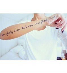 Idées de phrases pour tatouage : « Everybody dies, but not everybody lives »