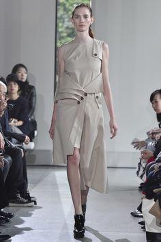 Yasutoshi Ezumi Tokyo Spring 2016 Fashion Show in 2020 Tokyo Fashion, Covet Fashion, Runway Fashion, Fashion Show, Fashion Design, Women's Fashion, Spring Summer 2016, Spring Summer Fashion, Textiles