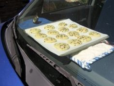 A batch of Car Baked Chocolate Chip Cookies. When it is over outside, the interior of a car can reach up to when left in the sun – hot enough to do some long, slow baking. The cookies turn out just like they would from the oven! Chocolate Yogurt, Cooking Chocolate, Car Cookies, No Bake Cookies, Baking Cookies, Red Velvet Cheesecake Brownies, Yummy Treats, Sweet Treats, Zucchini Cookies