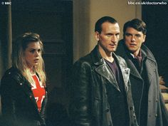 """Christopher Eccleston as the Ninth Doctor with Billie Piper as Rose Tyler and John Barrowman as Captain Jack Harkness - """"The Empty Child""""/""""The Doctor Dances"""" - 2005 Doctor Who Rose, Bbc Doctor Who, John Barrowman, Christopher Eccleston, The Empty Child, Russell T Davies, Captain Jack Harkness, Doctor Who Quotes, Donna Noble"""