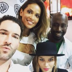The most precious of all selfies :: Lucifer cast ::: Lauren German / Lesley-Ann Brandt / Tom Ellis