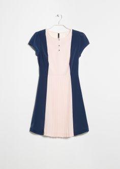 MANGO Plissiertes Babydoll-Kleid (€ 39,99)