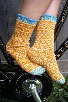 Mamluke socks by craftivore, via Flickr. Love the bright, cheerful pattern on these stranded socks. Very inspiring!