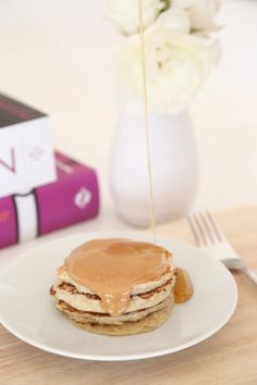 Healthy Flourless Hotcakes - Made with oats & Greek yogurt!