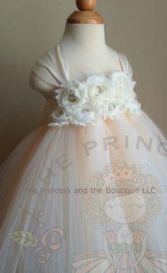 vestido marfil de niña de las flores tul por Theprincessandthebou