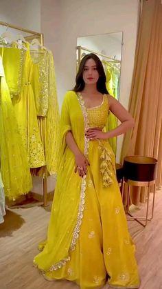 Party Wear Indian Dresses, Designer Party Wear Dresses, Indian Gowns Dresses, Indian Bridal Outfits, Dress Indian Style, Indian Fashion Dresses, Indian Designer Outfits, Saree Fashion, Indian Bridal Lehenga
