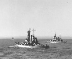 16 in North Carolina class battleship USS Washington with 14 in King George V class battleship HMS Duke of York, pictured in mid 1942 whilst the former was detached to the British Home Fleet. They both sank enemy capital ships in WW2; a rare feat - Washington the Japanese Kirishima off Guadalcanal later that year and Duke of York the German Scharnhorst on Boxing Day 1943. Ww2 History, Military History, Uss North Carolina, Youth Of Today, Capital Ship, British Home, Duke Of York, Big Guns, Navy Ships