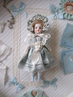 Mignonette - Tiny French jointed dolls with fabulously long painted eyelashes.