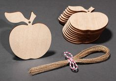 Wooden Apple Hanging Decorations Craft Gift Tags Labels Jar Gifts, Wooden Crafts, Craft Gifts, Apple Cider, Decor Crafts, Gift Tags, Decoupage, Christmas Crafts, Place Card Holders