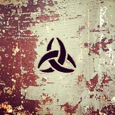 filipinho:    Aucun Danger #bordeaux #biohazard  #logo #streetphoto #streetphotography #igersbordeaux #igersgironde #france #nuclear #nucleaire #danger #texture #rust #rusty #instadaily #igers #jj #minimal