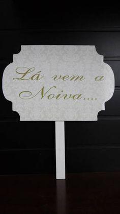 Placas em MDF para os noivos, decorada com a arte do seu casamento. R$ 55,00