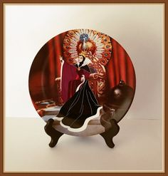 Disney The Evil Queen Collector Plate First Issue by bettysworld4u