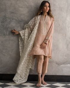 Buy this elegant crepe silk dress at a discount rate by Nida Azwer Pakistani dresses 2018 Pakistani Fashion Casual, Pakistani Dresses Casual, Pakistani Bridal Dresses, Pakistani Dress Design, Asian Fashion, Eid Outfits Pakistani, Shalwar Kameez Pakistani, Sharara, Churidar