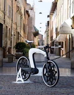 nCycle by Hussain Almossawi & Marin Myftiu - Conceived as the ultimate expression of automotive beauty for e-bikes, the nCycle incorporates only the very essence of the vehicle itself and discards all the superfluous elements. Read more at http://www.yankodesign.com/2014/08/29/the-ncycle-is-here/#7d1IGHjEUA2Z634r.99
