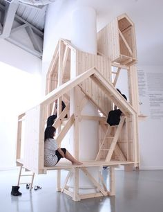dont know what I would call this piece of architecture play house indoor tree house, but it looks cool! Interior Architecture, Interior And Exterior, Interior Design, Modern Interior, Temporary Architecture, Indoor Tree House, Deco Kids, Kid Spaces, Cubbies