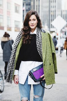New_York_Fashion_Week-Street_Style-Fall_Winter-2015-Stripes_Fur_Coat-White_Boots-Green_Coat-Ripped_Jeans-Wave_Hair- | Flickr: Intercambio de...