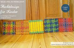 5 verschiedene Muster (Pattern), gewebt mit farbigen Hozspänen (Spielgabe 15 Froebel) -> für Kinder