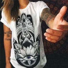 Dámské moderní bílé tričko s motivem ruky – Velikost L Na tento produkt se  vztahuje nejen 94e48e1cb8